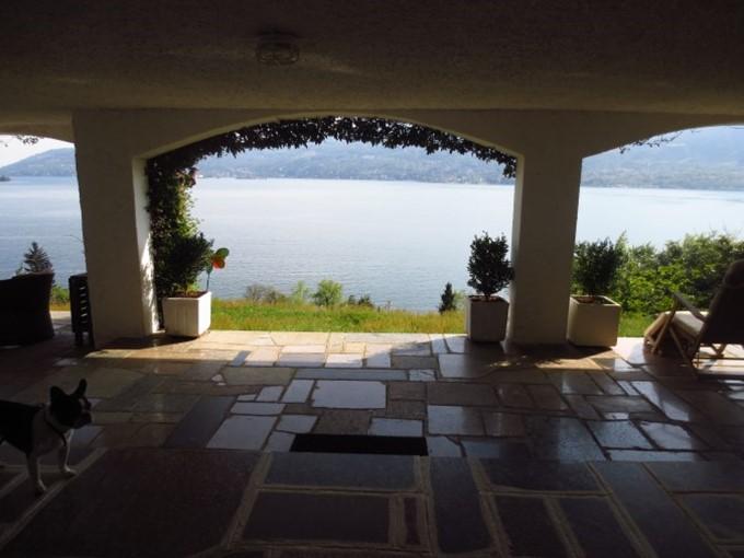 Appartamento verbania suna for Cabina con avvolgente portico